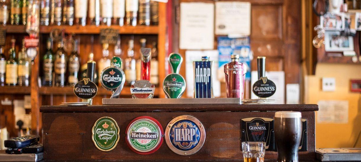 Żeby zamówić piwo, trzeba będzie przekazać pubowi komplet danych osobowych. I to niby jest ta sielanka po Brexicie?