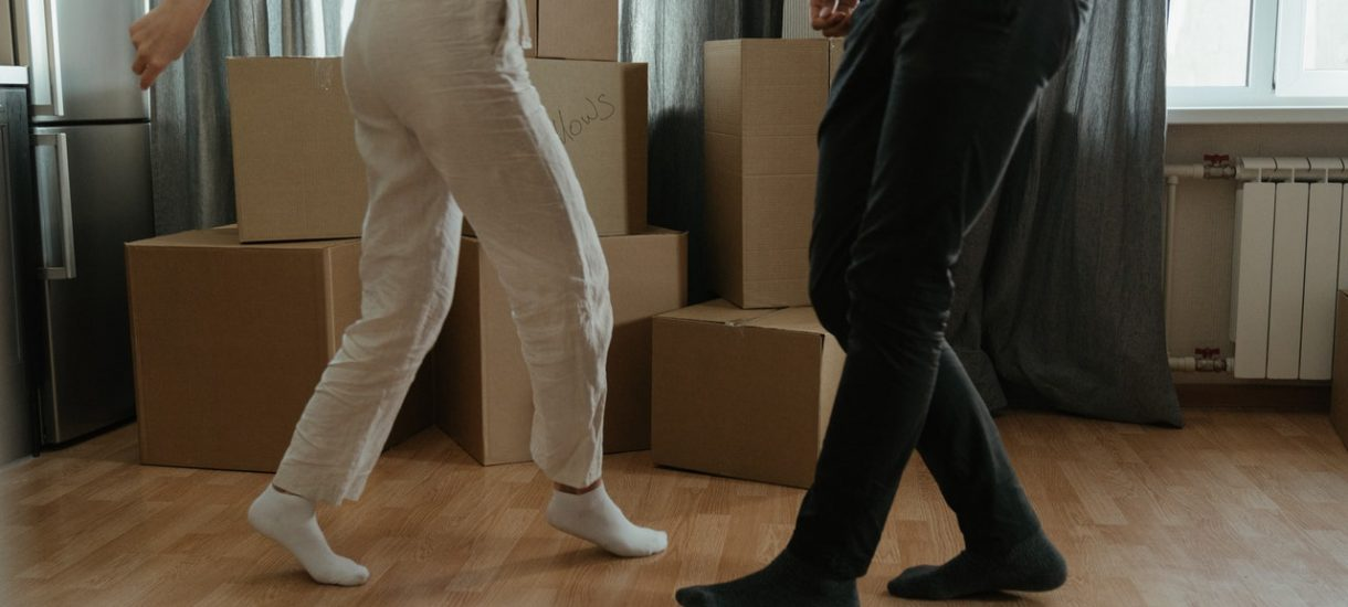 Gdzie można najtaniej kupić mieszkanie i ile trzeba na nie wydać? Czasem można zapłacić mniej niż 100 tys. zł, ale trzeba pamiętać o kilku kwestiach