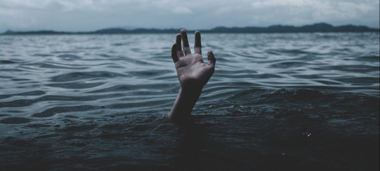 Rejestr prób samobójczych. Czy pomysł powstały wskutek prac Ministerstwa Zdrowia ma na celu wsparcie, czy stygmatyzację?