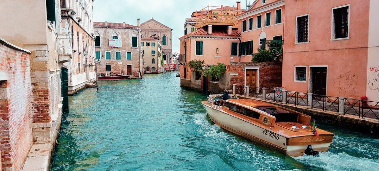 Włoskie miasto oferuje darmowy wypoczynek dla turystów. Być może polskie miejscowości też powinny to rozważyć