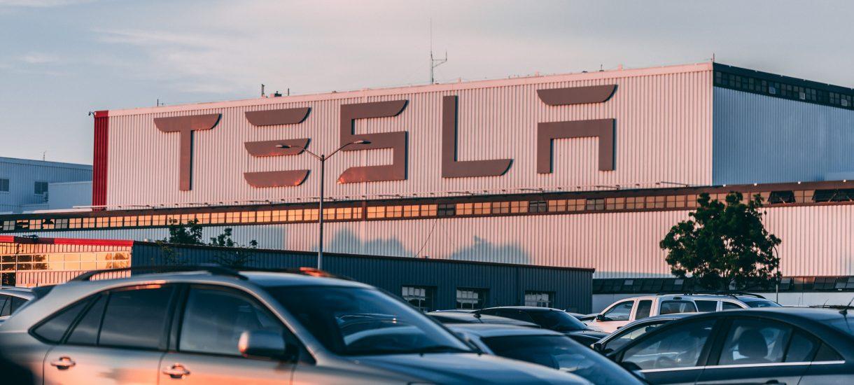 Jacek Sasin zapewnia, że są już prototypy polskiego samochodu elektrycznego. Nagle jednak rządzący zastanawiają się, czy produkcja w ogóle ma sens