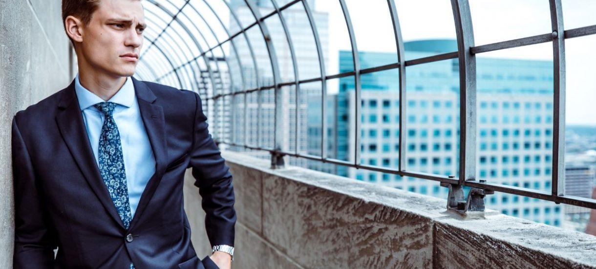 Dla wyższej kadry zarządzającej przepisy przewidują odmienne zasady pracy. Dotyczą one chociażby nadgodzin czy ustalania wynagrodzenia