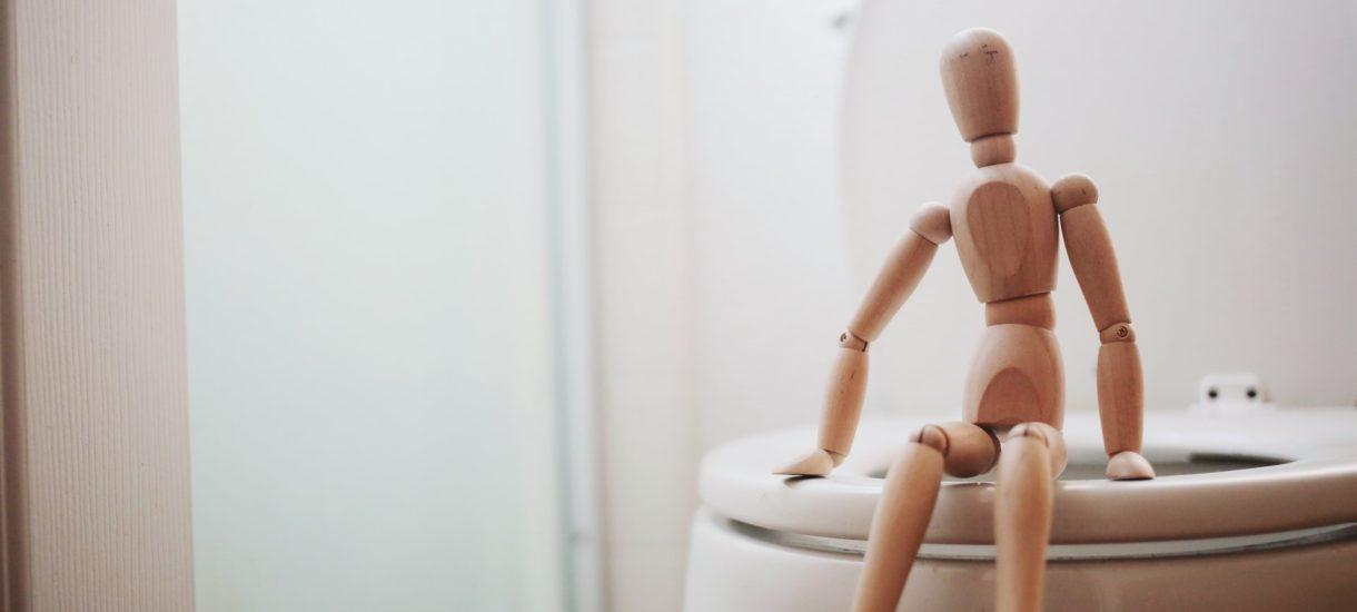 Toaleta bezpłatna tylko dla klientów – cała reszta musi zapłacić 20 zł za skorzystanie. Czy to w ogóle jest legalne?