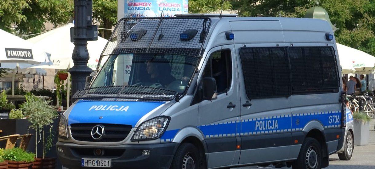 """""""Pomagamy i chronimy"""". Polska policja chce mieć takie same hasło jak ta czeska"""