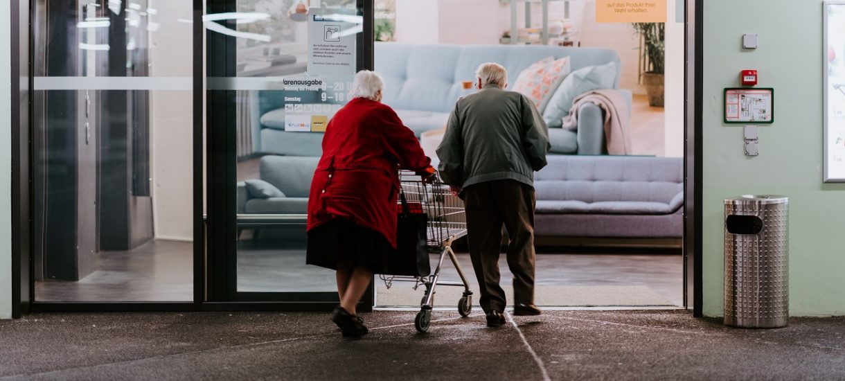 Sprzedaż emerytom  garnków na prezentacji będzie wyzyskiem. Nowe pomysły rządu na walkę z patologiami