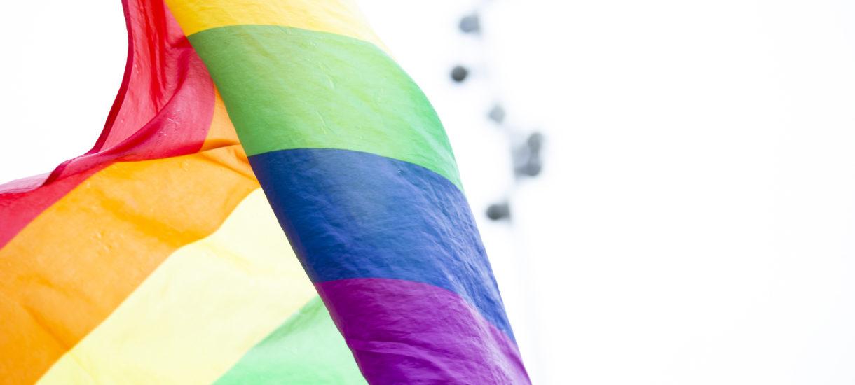 Amerykański sekretarz obrony ustalił jakie flagi może wywieszać wojsko. Okazało się, że w praktyce zakazana została także tęczowa flaga ruchu LGBT