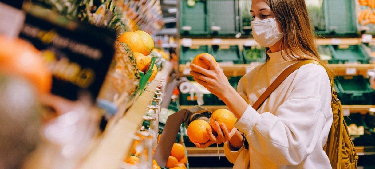 Sklepy kłamią na temat pochodzenia warzyw i owoców, podszywając je pod polskie produkty