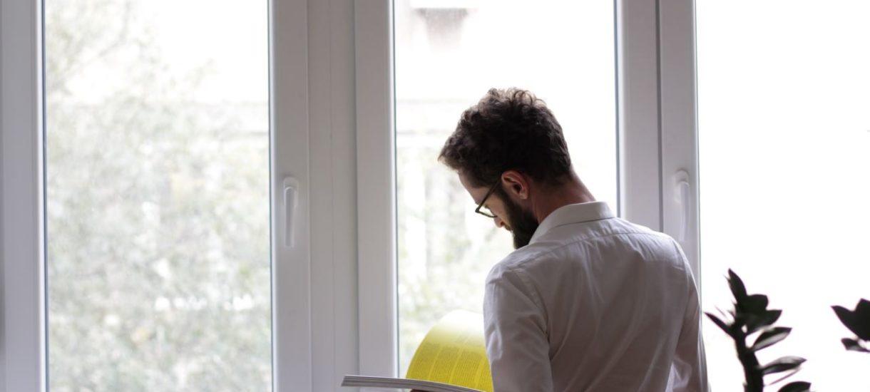 Wypowiedzenie umowy o pracę przez pracownika nie wymaga uzasadnienia, ale konieczne jest spełnienie innych obowiązków. Jak zrobić to prawidłowo?