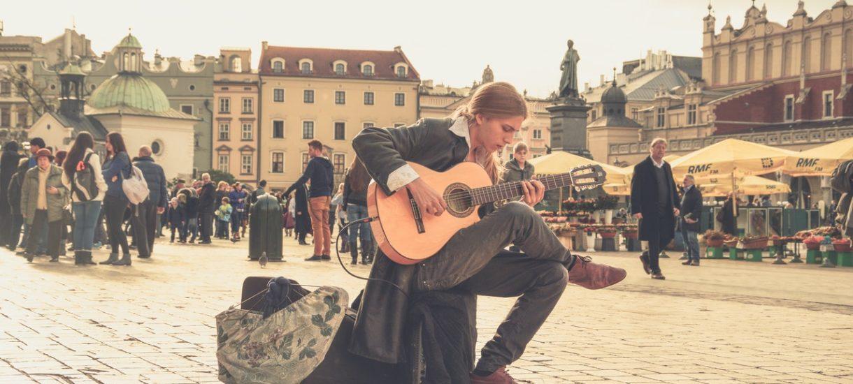 Gdańsk kontra granie na ulicy. Muzycy będą teraz musieli składać wniosek o… zajęcie pasa drogowego