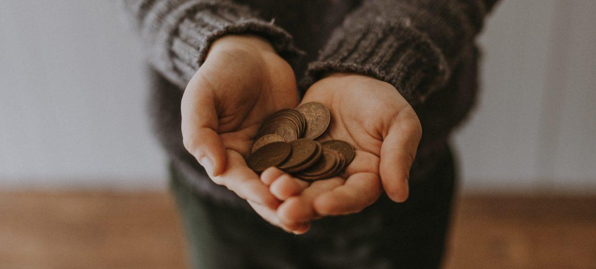 Inflacja uderza w nasze budżety. Tylko co 11. z nas nie musi oszczędzać