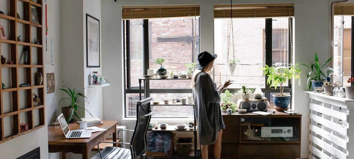 Ekspres do kawy i komplet wypoczynkowy też można wliczyć w koszty uzyskania przychodu. Nawet przy prowadzeniu firmy we własnym mieszkaniu