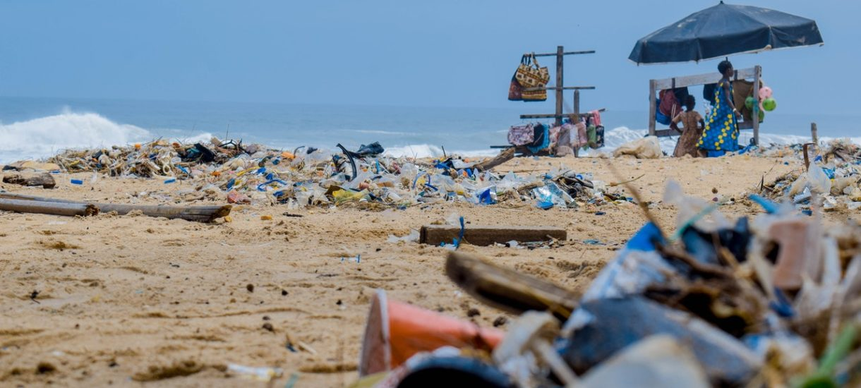 Nowy sposób segregacji śmieci, wyższe kary za zaśmiecanie i koniec z odpowiedzialnością zbiorową lokatorów. Ministerstwo Klimatu chce zmian w gospodarce odpadami