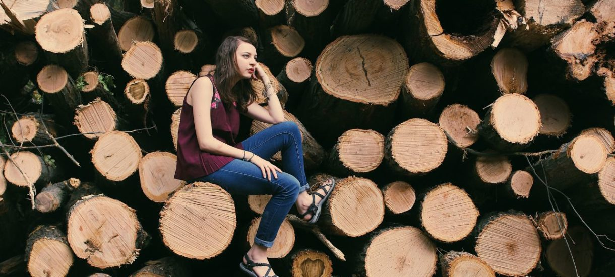Sąd nakazał usunięcie drzew, a burmistrz nałożył karę za ich zniszczenie. Czasami na absurdy prawnicze nie ma mocnych