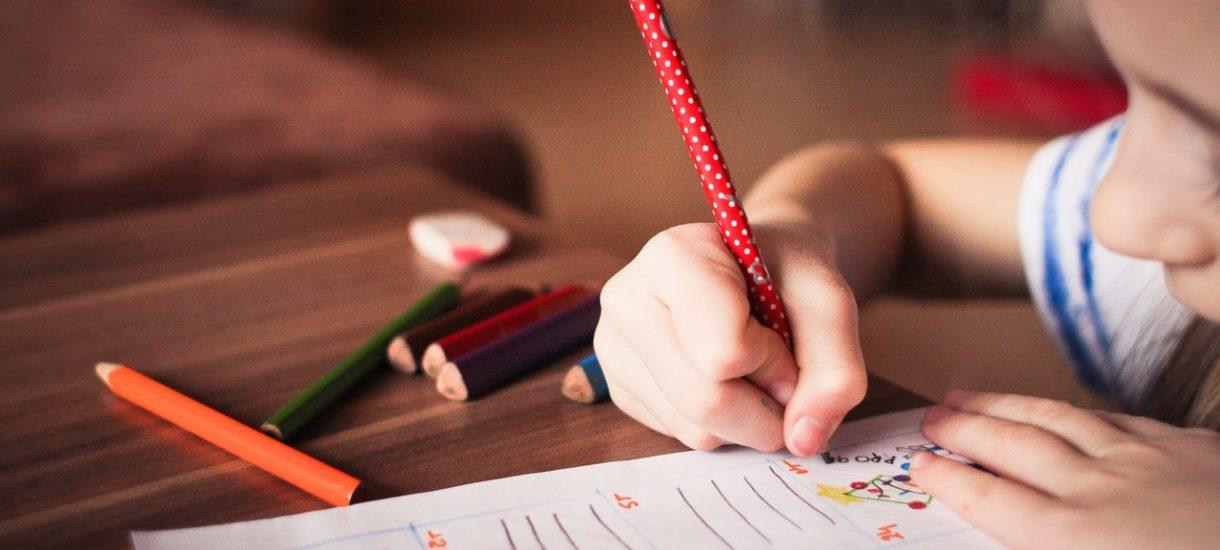 Nie poślesz dziecka do szkoły z powodu koronawirusa? Grozi ci grzywna, a nawet sąd rodzinny