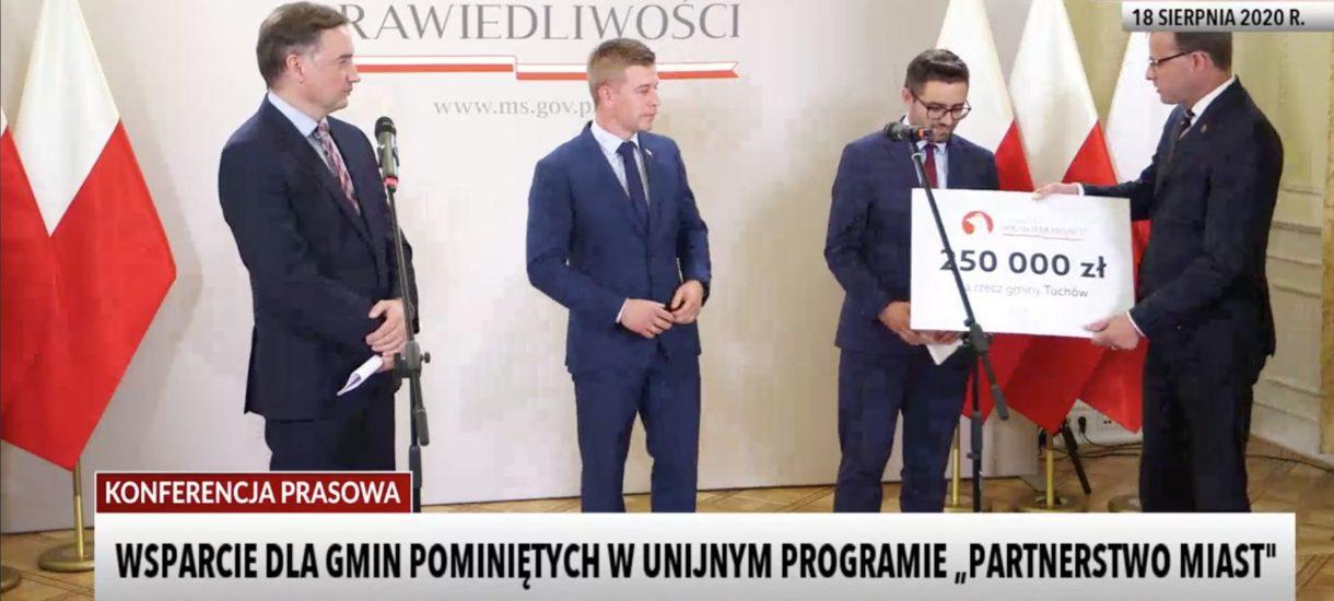 """Zbigniew Ziobro dał """"wolnej od LGBT"""" gminie Tuchów trzy razy więcej pieniędzy niż miała dostać od Unii Europejskiej"""