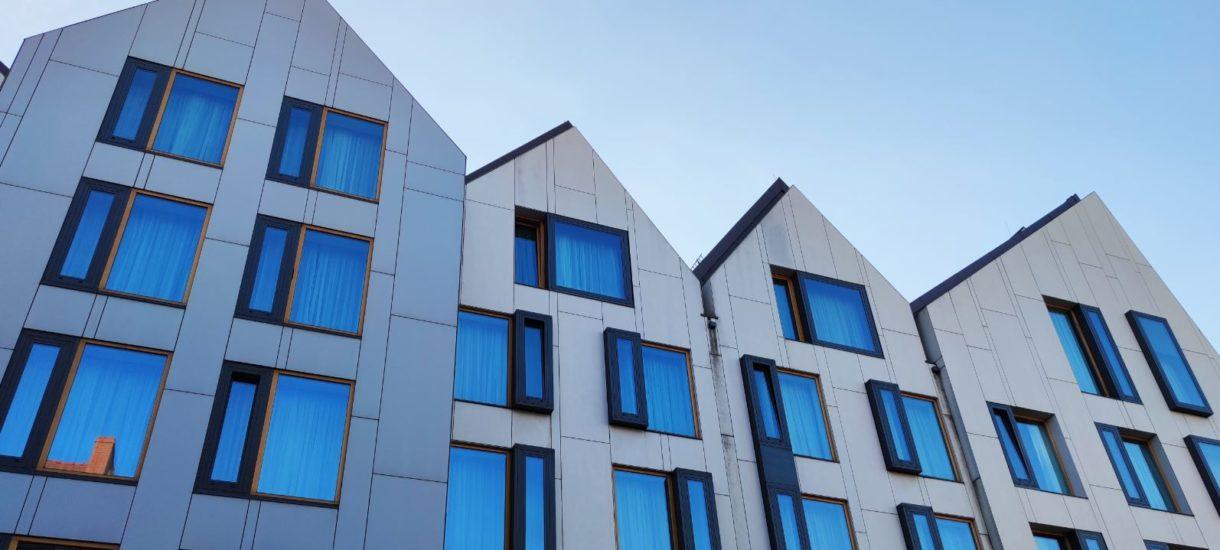 Sprzedaż nowych mieszkań spadła nawet o połowę. O połowę!