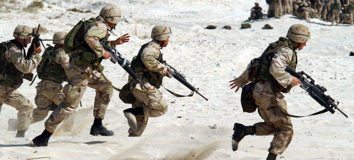 Co trzeci Polak jest gotów bronić ojczyzny, a co czwarty byłby w stanie oddać za nią życie