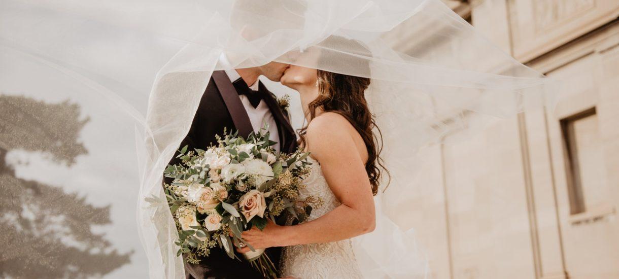 """Nowe obostrzenia na weselach: mniej gości, krócej trwające przyjęcia. """"Zmiany zostaną ogłoszone w ciągu najbliższych dni"""""""