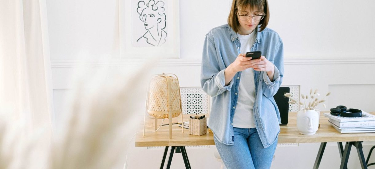 Pracodawca może w niektórych sytuacjach wykorzystać prywatne dane kontaktowe pracownika. Kiedy jest to możliwe?