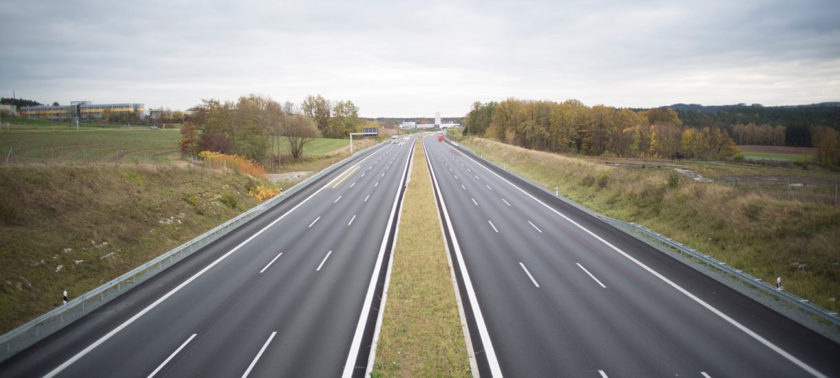 Elektroniczny pobór opłat na autostradach może służyć do śledzenia kierowców. Tylko co z tego?