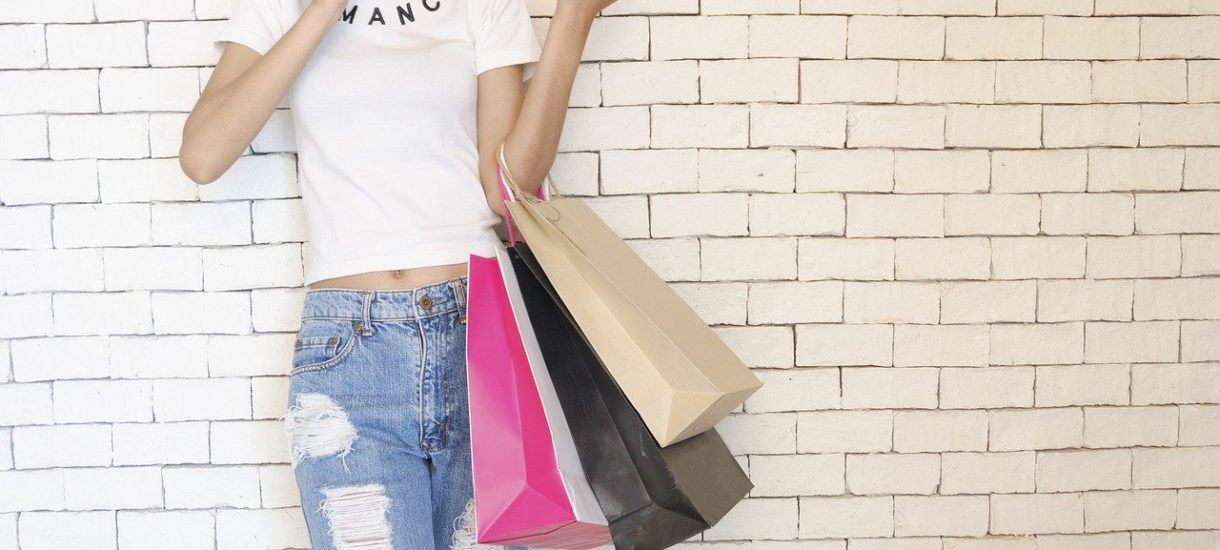 Klienci często kupują pod wpływem emocji. Co najbardziej skłania ich do natychmiastowego zakupu i jak wykorzystać to do poprawienia sprzedaży?