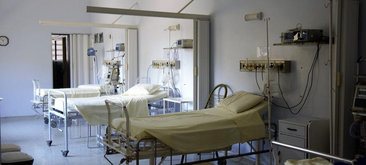 """W szpitalach kończą się łóżka dla chorych na koronawirusa. Lekarz: """"odsyłamy pacjentów do placówek 100 km dalej"""""""