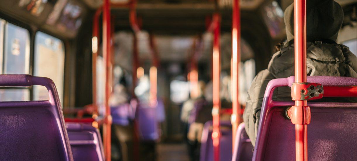 Co zrobić jeżeli limit miejsc w autobusie uniemożliwia korzystanie z biletu miesięcznego?