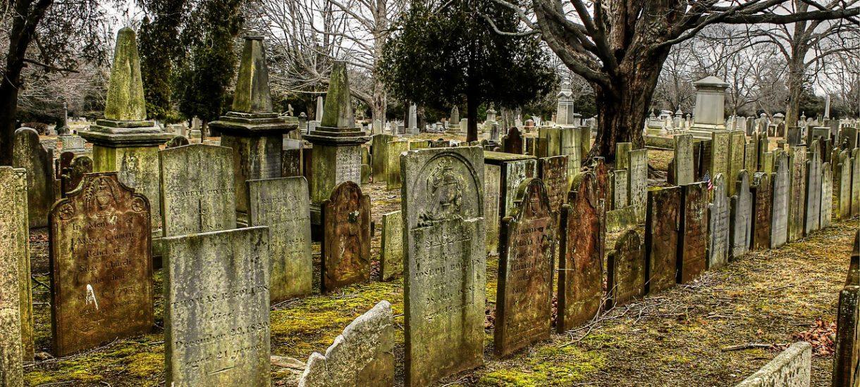 Gastronomia i siłownie – zamknięte. Kościoły i cmentarze? Oczywiście otwarte, chociaż rząd jeszcze daje sobie czas do namysłu