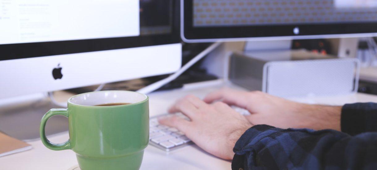 Poczta CloudMail od nazwa.pl jest idealna dla przedsiębiorcy. Lepiej unikać darmowych skrzynek w popularnych domenach i postawić na personalizację oraz bezpieczeństwo