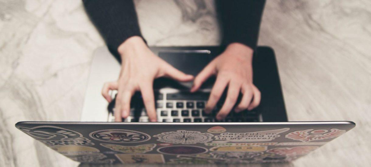 Przesłanie e-maila na prywatną pocztę może stanowić naruszenie obowiązków pracowniczych