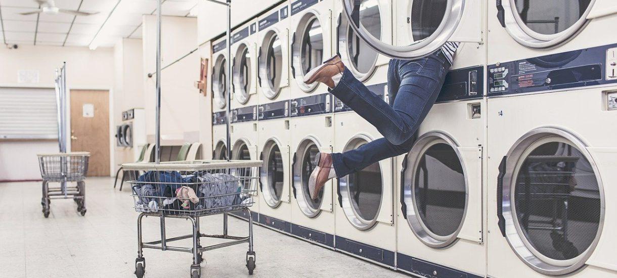 UOKiK testuje proszki do prania. Najlepsze Persil Color i Rex, a najgorszy…