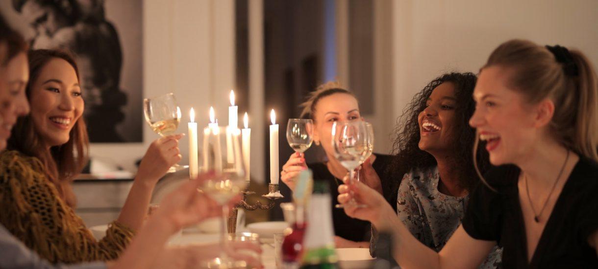 Spotkania do 5 osób nie tylko w Boże Narodzenie, ale już od Andrzejek. To potrzebny przepis, choć jak zwykle dziurawy