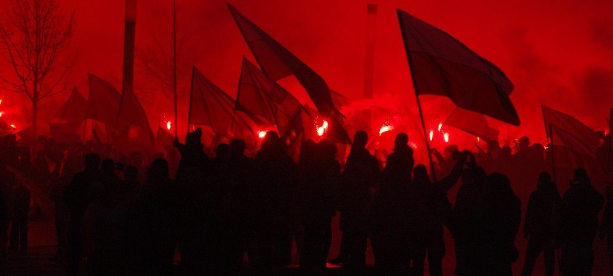Marsz Niepodległości 2020: bitwa o Empik, spalone mieszkanie i starcia z policją