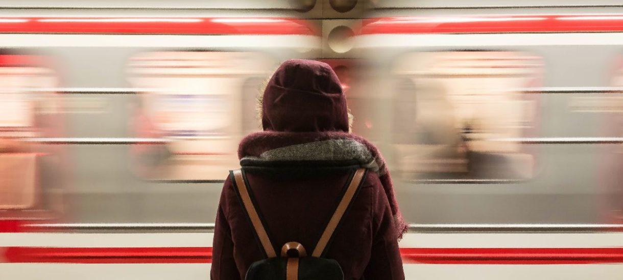 """W PolRegio pojawił się """"Odgórny nakaz"""" wypraszania z pociągu za transparenty ze Strajku Kobiet?"""