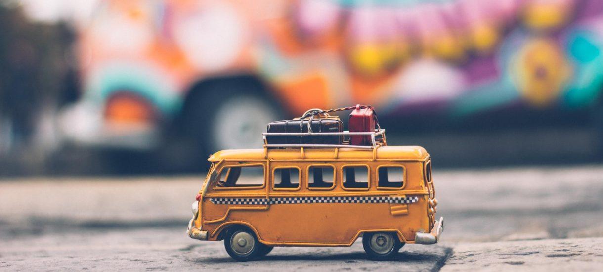 Dojeżdżasz do pracy busem większym niż 7-osobowy? Teraz można w nich przewozić połowę pasażerów