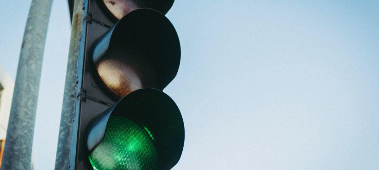 """W Rzeszowie działa już """"zielona fala"""", zielone światło samo włączy się wybranym pojazdom"""