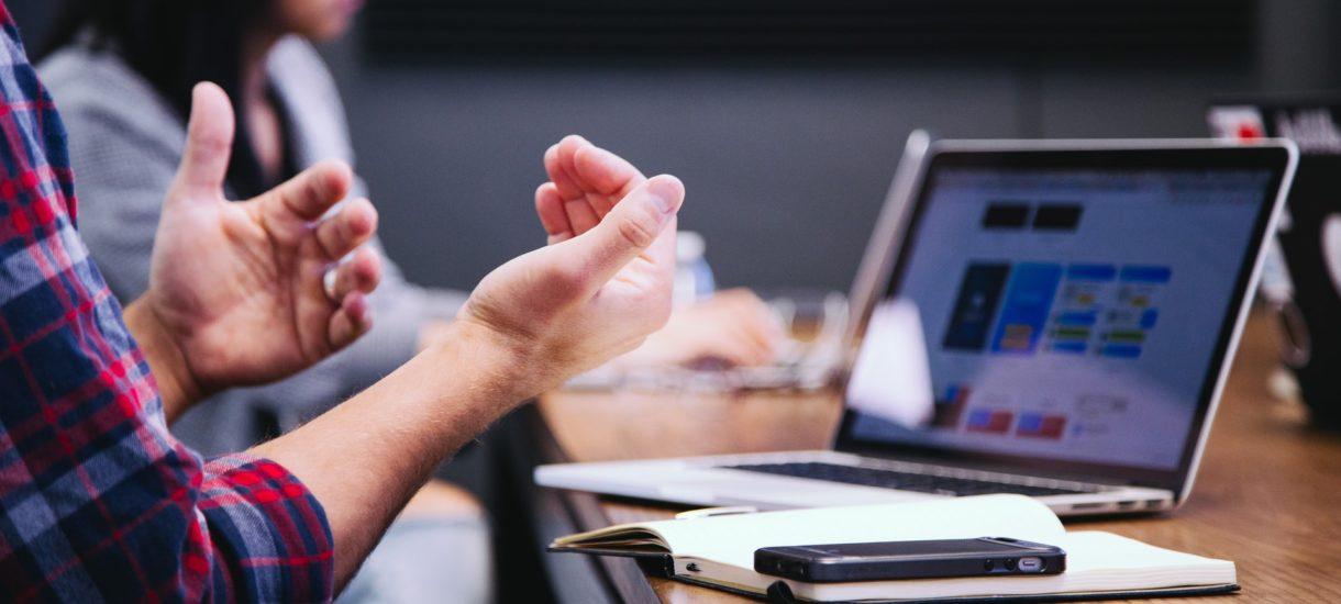 Razem ze współpracownikami tylko udajesz zaangażowanie w firmową wideokonferencję? Microsoft opatentował system, który was zdemaskuje