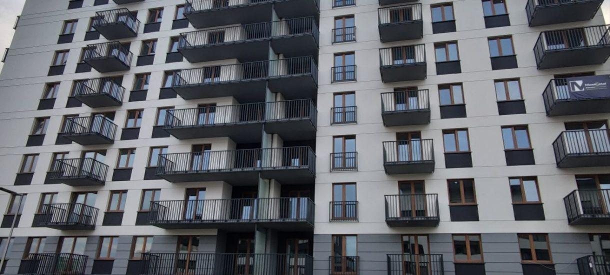 Wysoka inflacja zżera oszczędności. Zatem Polacy ratują się… nieruchomościami