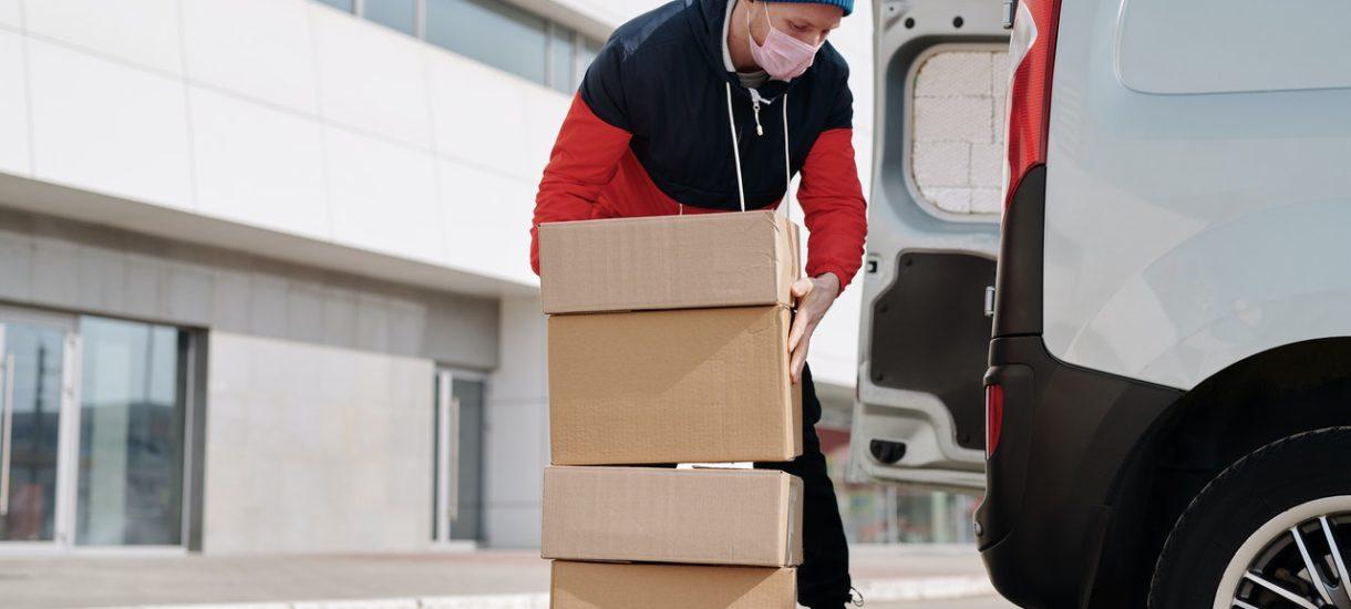 Stawka VAT przy dostawie książki będzie inna, niż przy dostawie butów! Warto o tym pamiętać przy wysyłce do klienta