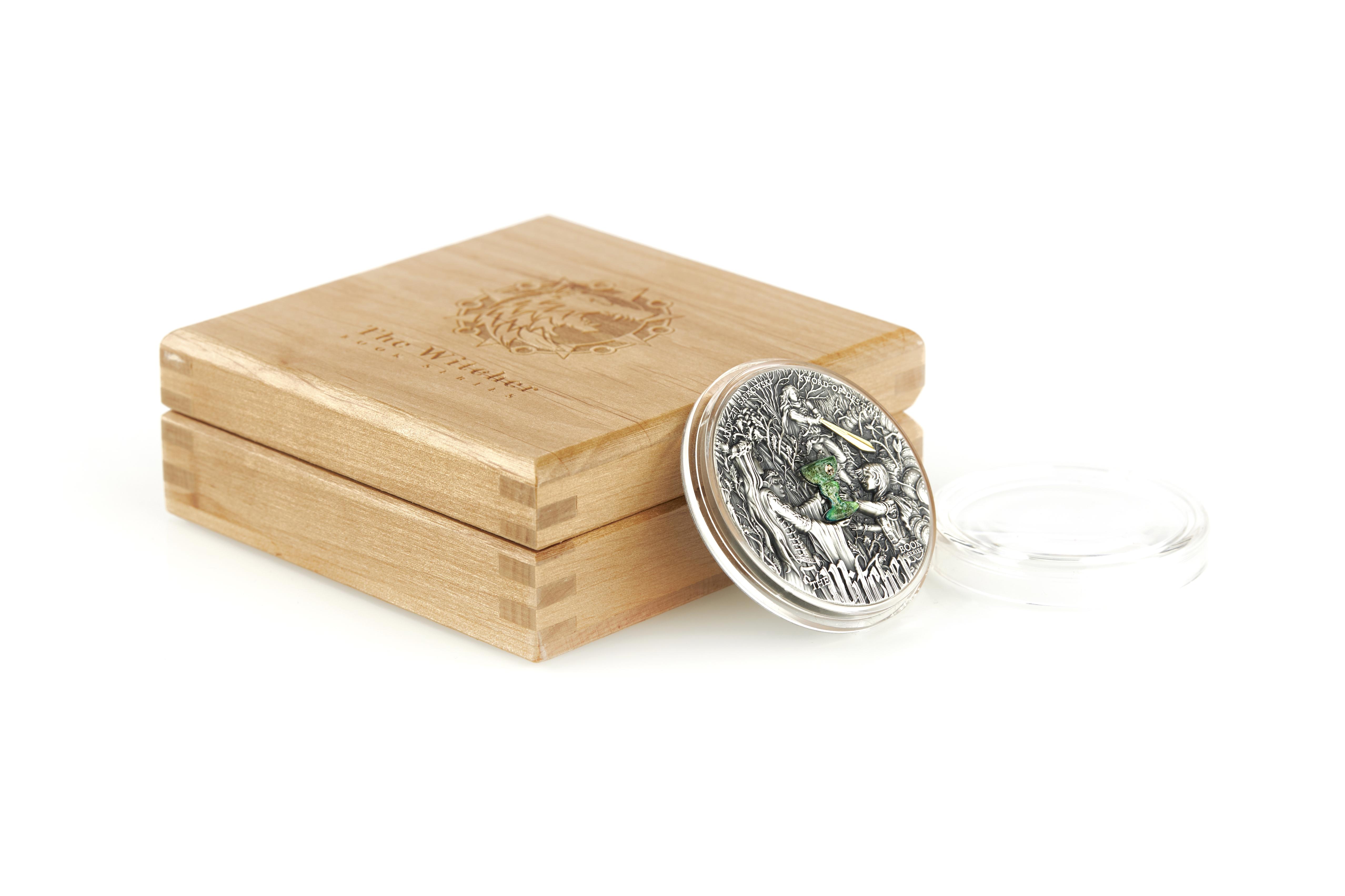 Moneta Miecz Przeznaczenia 2 oz i jej eleganckie opakowanie.