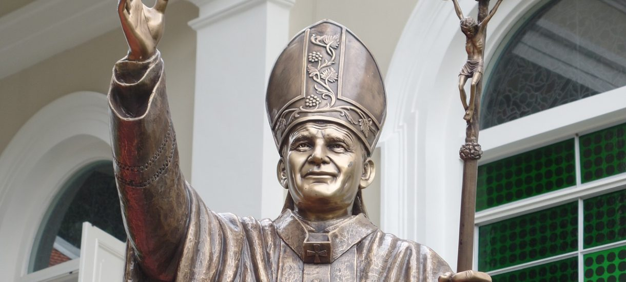 Papież niczym Lenin. Przemysław Czarnek chce, by papieskie encykliki stanowiły integralną część nauczania wielu przedmiotów i zagadnień