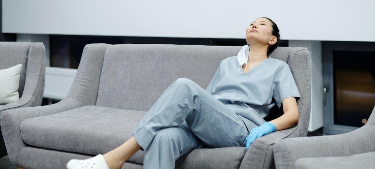 Czy lekarz może spać na dyżurze? A pielęgniarka?