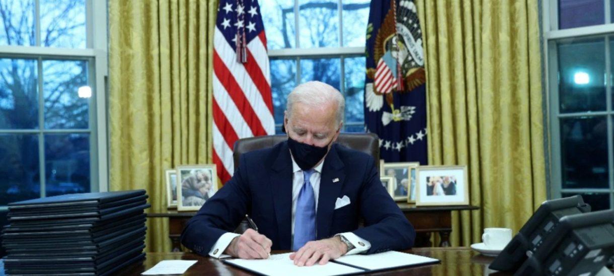 Biden jednym ruchem naprawił kilkanaście złych ruchów Trumpa. Czy w Polsce po zmianie władzy też byłoby to możliwe tak szybko?