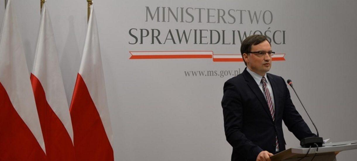 Czy szczepionka w grupie pierwszej przysługuje Zbigniewowi Ziobrze? Status prawny prokuratora generalnego jest skomplikowany