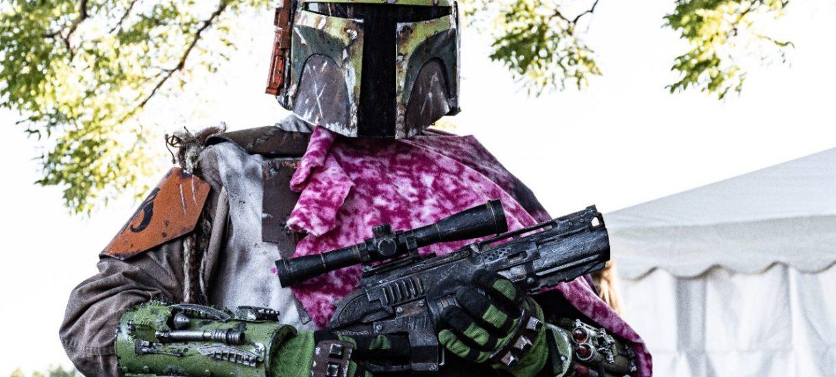 """Zwolniona przez Lucasfilm za """"obraźliwe"""" komentarze gwiazda """"The Mandalorian"""" rozpoczyna pracę nad własnym filmem w prawicowej wytwórni"""