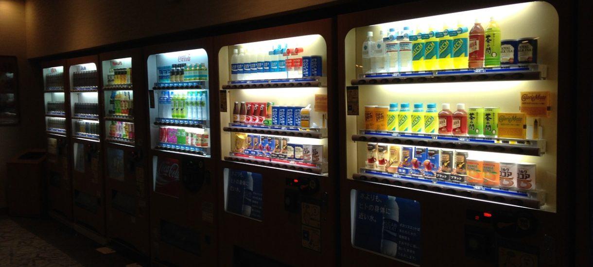 Automat z alkoholem w obecnym stanie prawnym najprawdopodobniej nie jest legalnym sposobem sprzedaży napojów wyskokowych