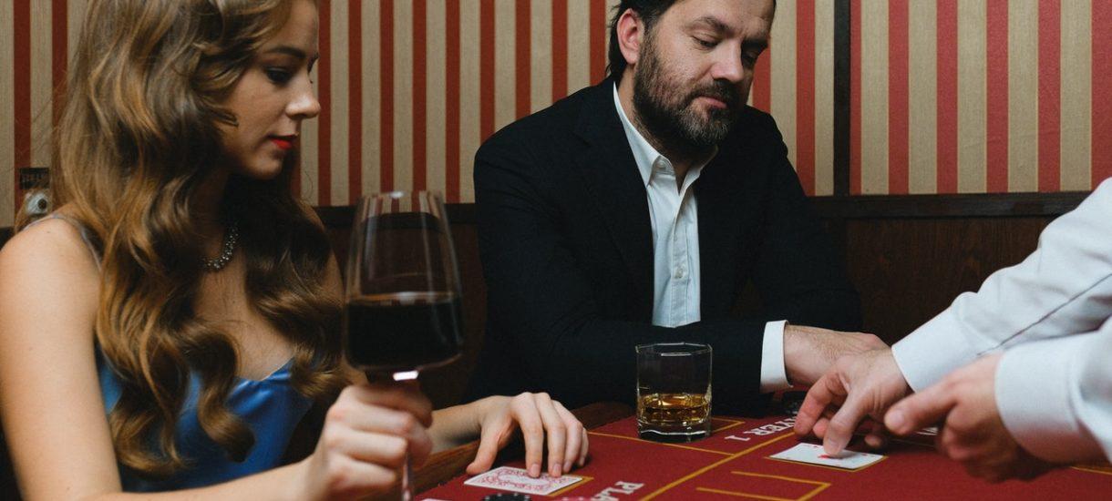 Dziś każdy restaurator powinien kupić zestaw do Blackjacka i otworzyć się dla gości. Skoro rząd otworzył kasyna to będzie miał kasyna