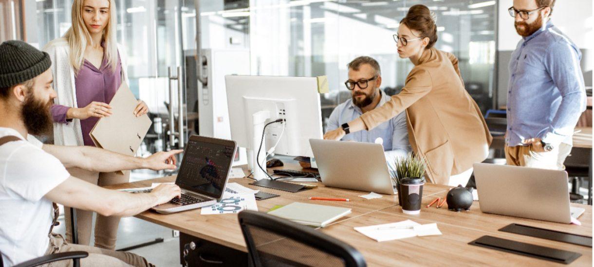 Twoja firma w świecie online? Na pewne rozwiązania musisz się zdecydować