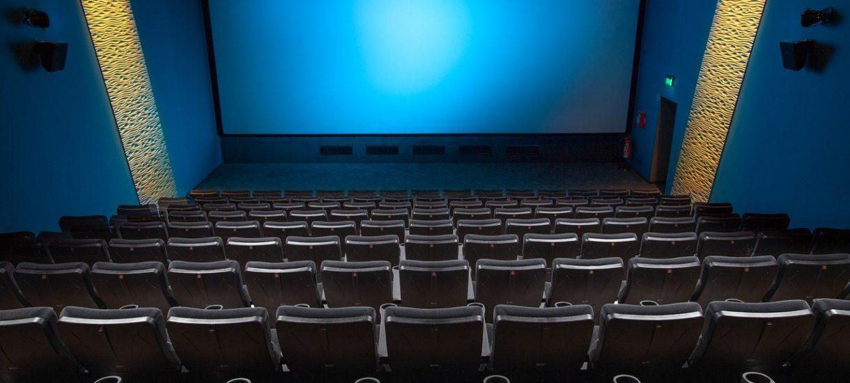 Otwarcie kin na dwa tygodnie to pomysł absurdalny. Tymczasem planowany podatek od reklam to kolejny perfidny cios, którym rykoszetem obrywa branża