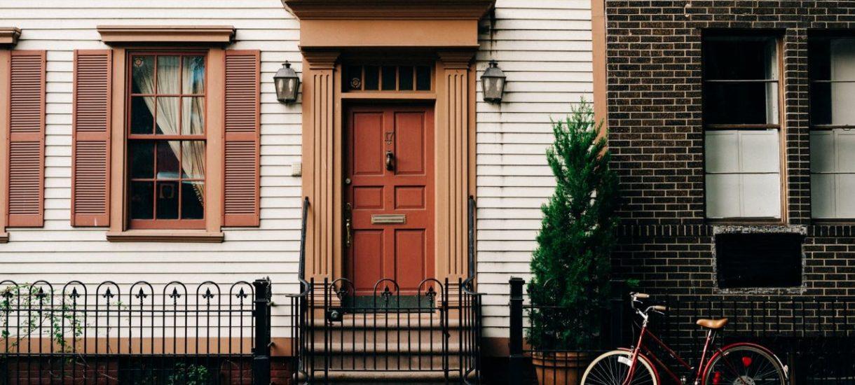 Sprzedaż mieszkania otrzymanego w spadku od 2 lat jest bardziej korzystna. Spadkobiercy łatwiej mogą łatwiej uniknąć zapłaty podatku dochodowego